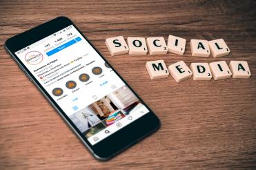 SMARTPHONE-SOCIAL-MEDIA-MARCADOR